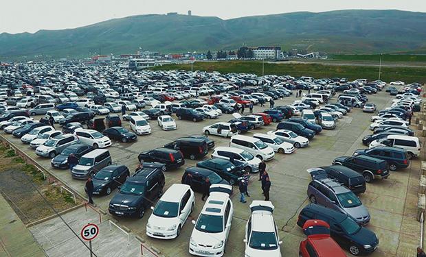Azərbaycanda 800 manata dövlət maşını satılır