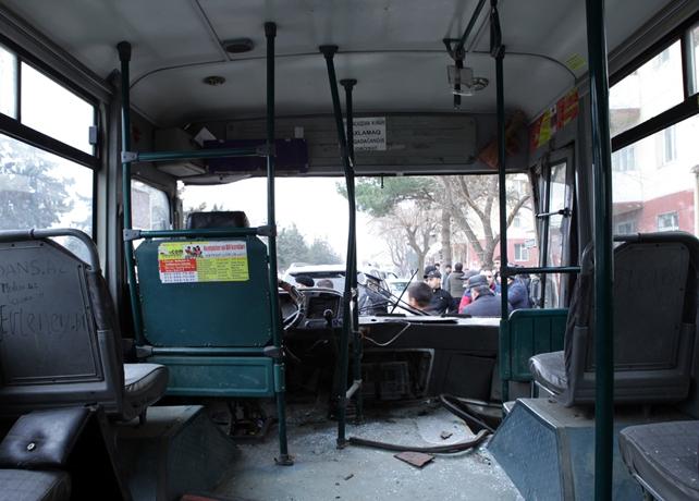 Bakıda avtobus evakuatorla toqquşdu – Televiziya redaktoru ağır xəsarət aldı