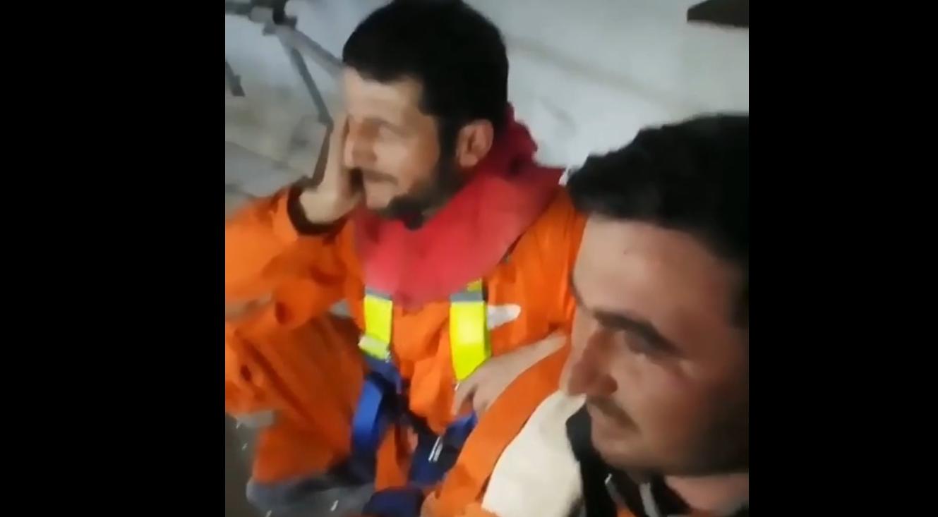 Azərbaycanlı fəhlə azan oxudu, hamı heyran qaldı – VİDEO
