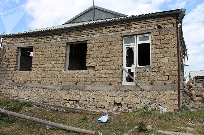 Sürüşmə zonasındakı tərk edilmiş ev