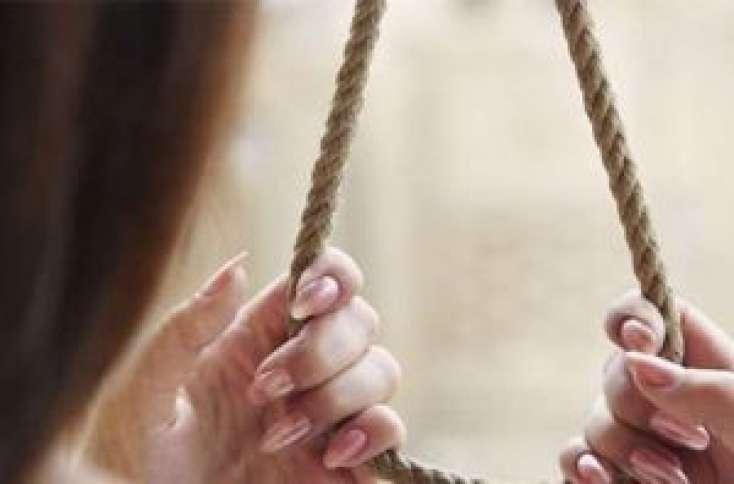 Azərbaycanda 18 yaşlı qız intihar etdi