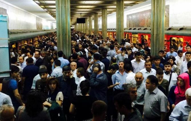Bakı metrosunda problem yarandı – Qatarlar gecikdi