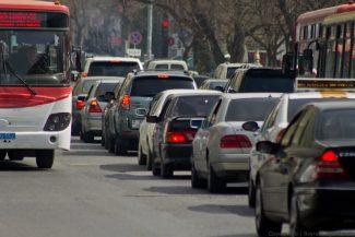 Tbilisi prospektində sürücülər sığortaya görə yolu bağladılar