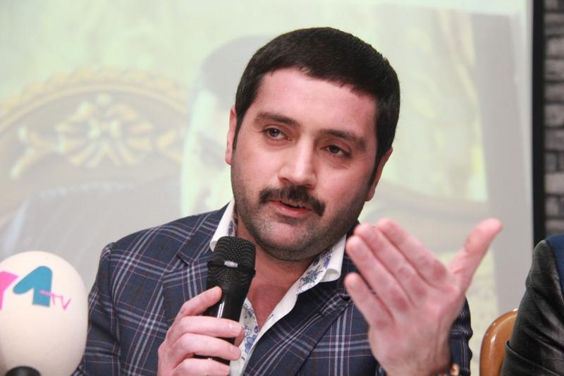 """İzzət Bağırov aktyor Müşfiqi təhqir etdi: """"Kişi boyunu…"""""""