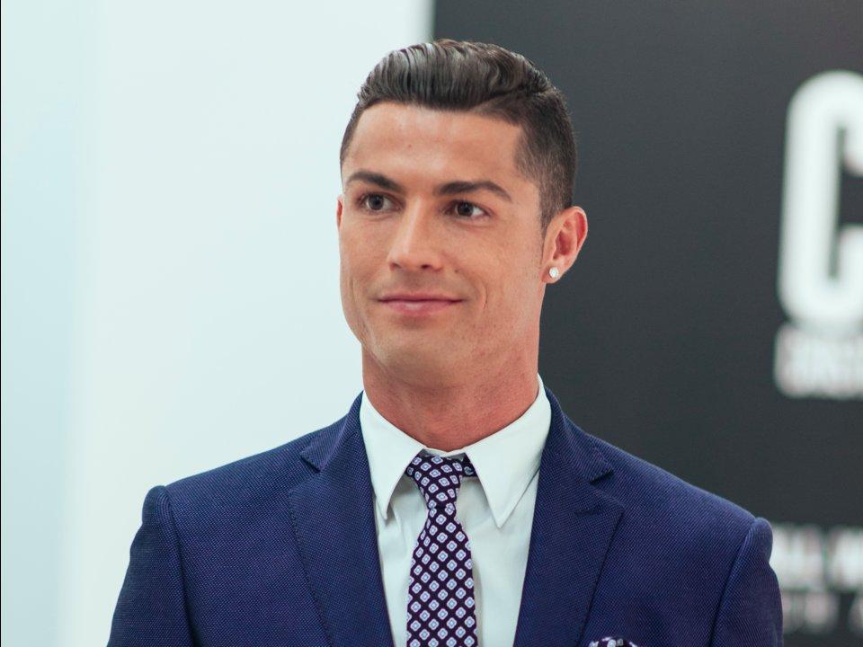 """Ronaldo zorlama xəbərinə görə """"Spiegel""""i məhkəmyə verir"""