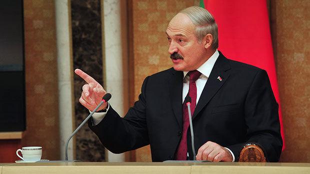 Lukaşenko spirtli içki aludəçisi olan nazirləri işdən qovdu