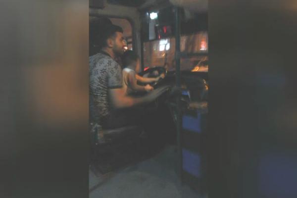ŞOK: Qucağında uşaqla sərnişin avtobusu sürdü – Bakıda (VİDEO)