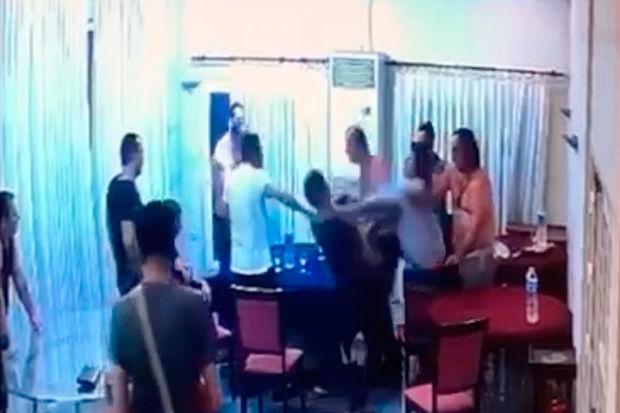 """Qonşu ölkədə kriminal avtoritetlərin """"razborkası"""" kameraya tuş gəldi – VİDEO"""