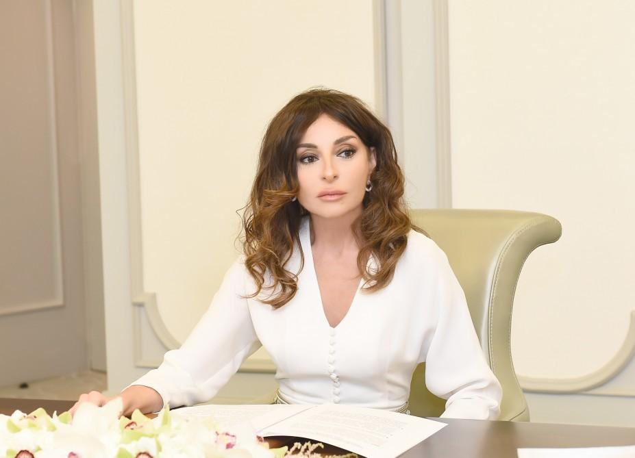 """Mehriban Əliyeva """"Üzeyir Hacıbəyli"""" fəxri medalı ilə təltif edildi"""