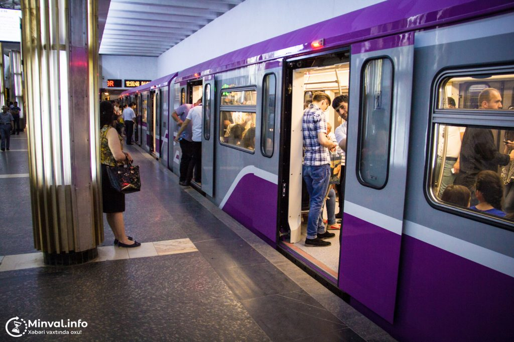 Bakı metrosunda qatarların hərəkəti ləngiyib