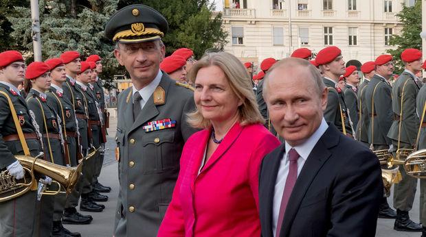 Putin nazirin toyunda rəqs etdi – FOTO