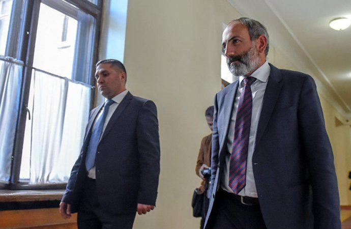 """Ermənistan: """"Hər an saraydaxili çevriliş baş verə bilər"""" – Erməni mediası"""