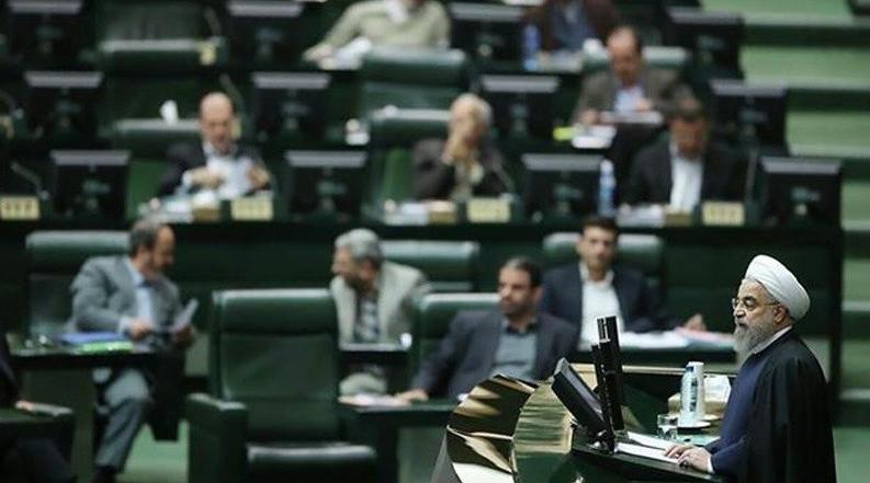 Həsən Ruhani İran parlamentində ölkədəki iqtisadi vəziyyətlə bağlı sualları cavablandırıb