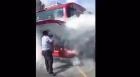 """""""Baku Bus""""ın avtobusu alovlandı: Sürücü sərnişinlərin həyatını belə xilas etdi (VİDEO)"""