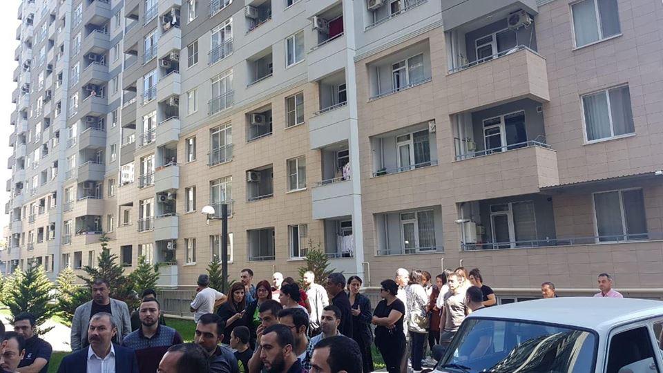 """Bakıda """"Melissa Park""""ın qarşısında aksiya başladı: Sakinlər qiymətlərin qalxmasına etiraz edir – FOTO/VİDEO"""