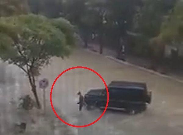 """Bakıda """"Gelendwagen"""" sürücüsündən insanlıq dərsi – VİDEO"""