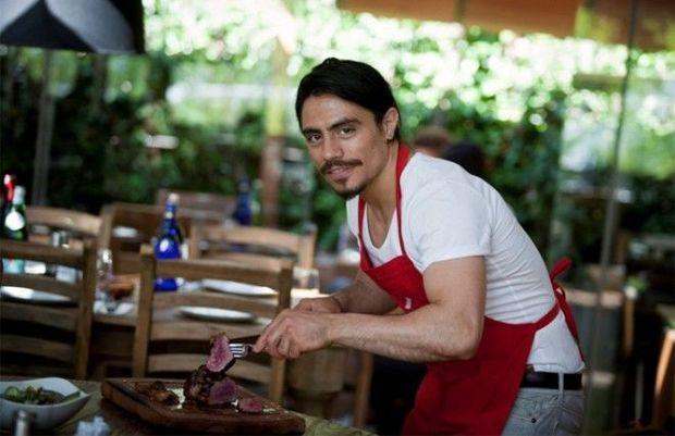 Nüsrətin restoranında faciə — Alov şousunda turistlər yandı (Video)
