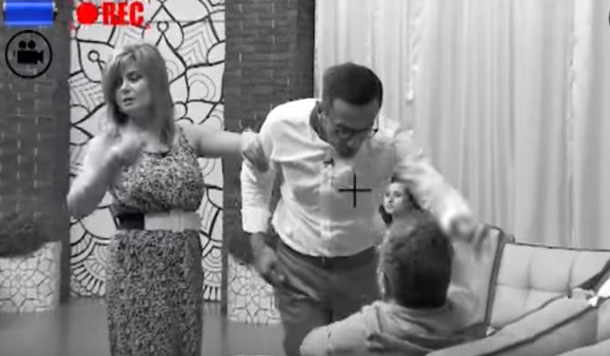 Efirdə dava – Prodüser yazıçını vurdu (ŞOK VİDEO)