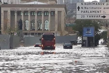 """Bakının kanalizasiya sistemi yenə """"boğuldu"""" – səbəblər"""