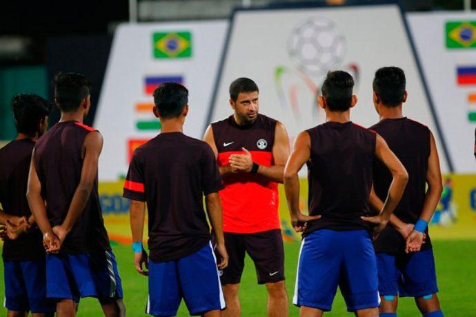 Futbolçu baş məşqçini döydü – Azərbaycanda