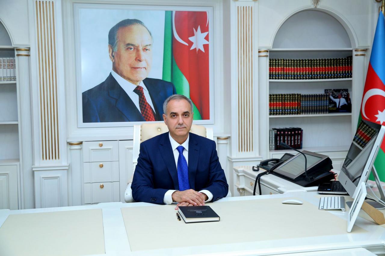 İcra başçısı Elxan Abdullayevin rəsmi saytında gülünc mənzərə