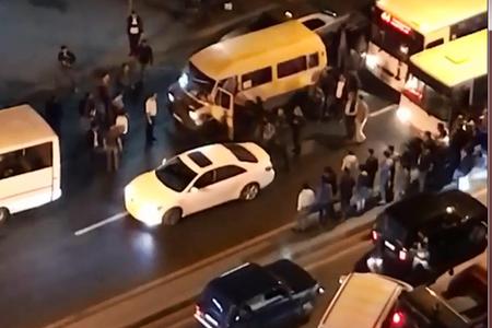 Bakıda sürücülər arasında kütləvi dava (VİDEO)