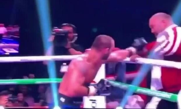 Döyüşü uduzan gürcüstanlı boksçu məşqçisini döydü — VİDEO