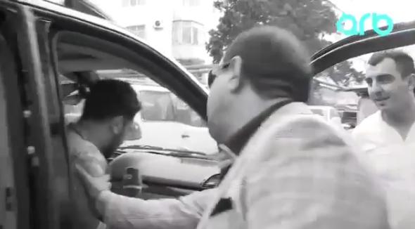 Manaf Ağayev ARB TV-nin əməkdaşına hücum etdi – VİDEO