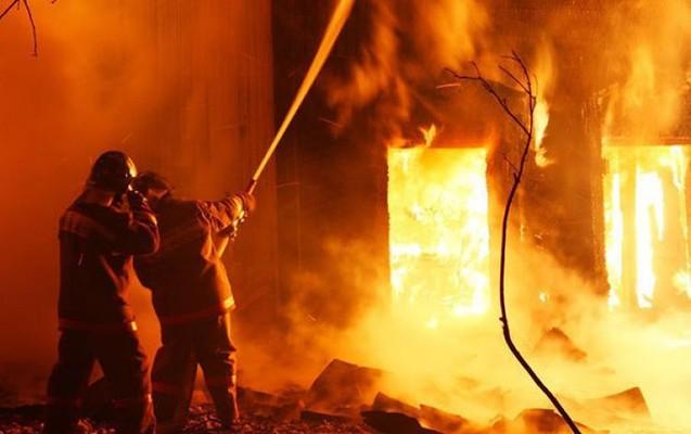 Sökülməkdə olan evlər yandı – Bakıda