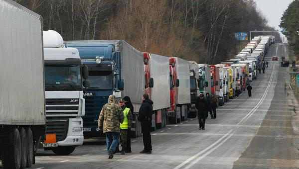 Rusiyaya gedən yük maşınlarının saxlanılmasına reaksiya – Rəsmi