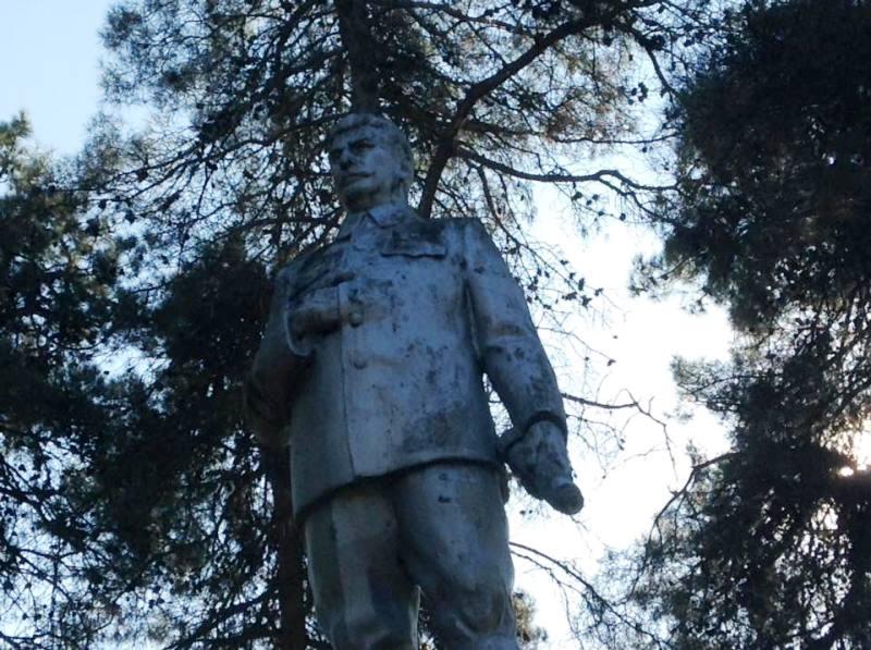 Azərbaycanda Stalinin heykəlinin hələ də qaldığı yer (FOTOLAR)
