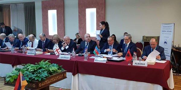 Azərbaycanın iki deputatı Ermənistana getdi – FOTOLAR