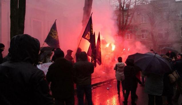 Ukrayna-Rusiya münaqişəsində pik hədd: Konsulluğa hücum edildi – VİDEO