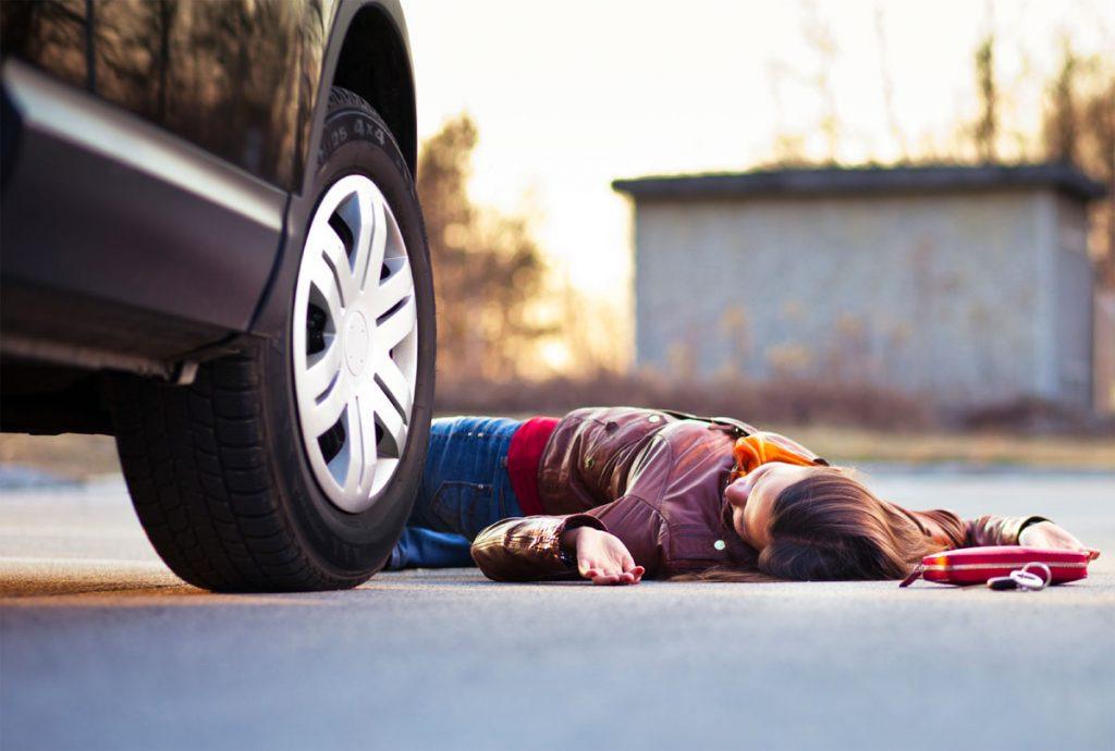 Bakıda yolu keçmək istəyən qadını maşın vurub öldürdü – VİDEO