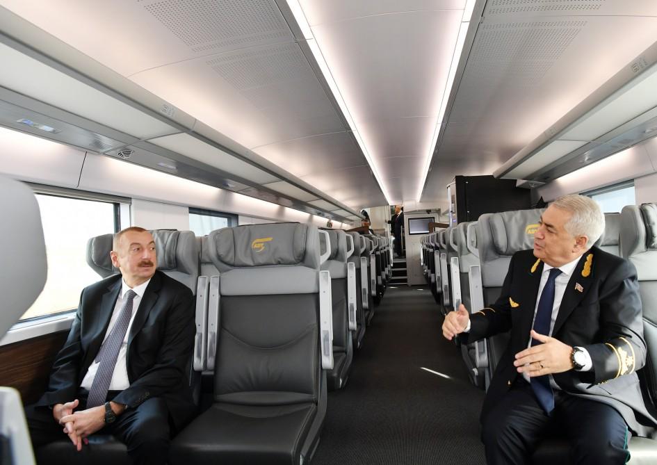 Prezident Sumqayıt-Bakı qatarı ilə Bakıya gəldi – Foto