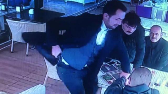 Ata qızını şantaj edən oğlanı güllələdi – Dəhşətli görüntülər (Video)