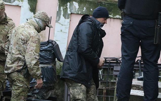 Rusiya ukraynalı dənizçilərin hamısını həbs etdi – VİDEO