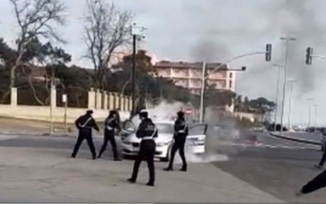 Bakıda yol polisinin maşını yandı – Video
