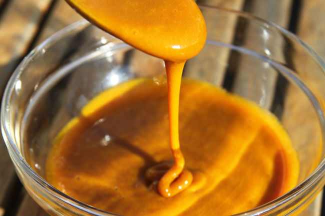 Dünyanın ən güclü antibiotiki – Bal və sarıkök!