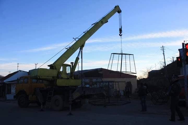 """Ermənilər Laçında 10 metrlik """"yolka"""" quraşdırdılar – FOTOLAR"""