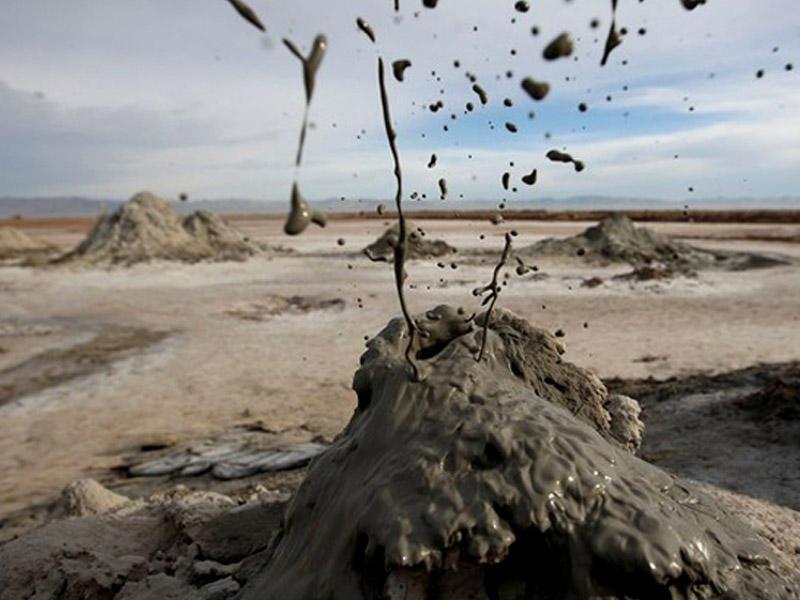 Bakı yaxınlığında bəzi yaşayış evləri vulkanlara yaxınlaşır – XƏBƏRDARLIQ