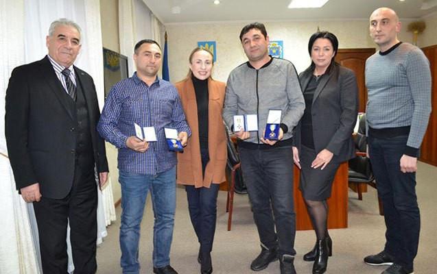 Ukraynada yanan ailəni xilas edən azərbaycanlılar mükafatlandırılıb