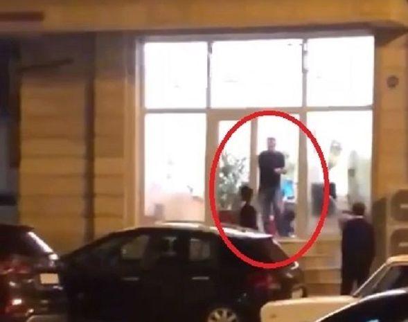 Bakıda kişi şirkətin ofisini dağıtdı, maşının şüşələrini sındırdı – VİDEO