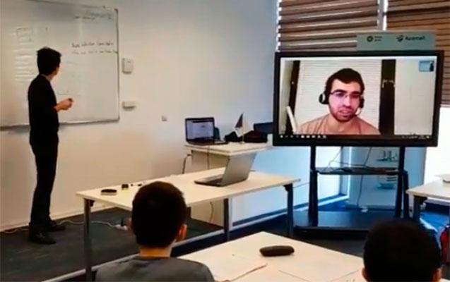 Azərbaycanlı müəllim şagirdlərə gecə saat 4-də dərs keçdi (Video)