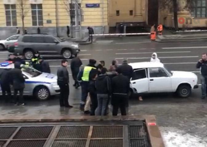 Moskvada Xocalı soyqırımı ilə bağlı aksiya keçirən azərbaycanlı gənclər saxlanılıb – Foto