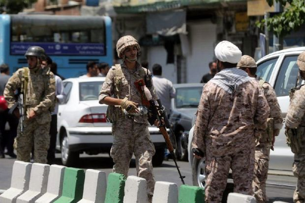 İranda hərbi hissəyə hücum: Ölən və yaralılar var
