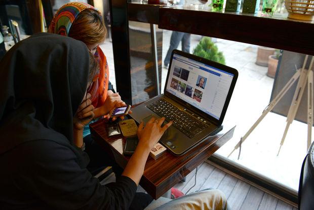 """""""Facebook"""" və """"Twitter"""" İranla bağlı hesabları bağlayır"""