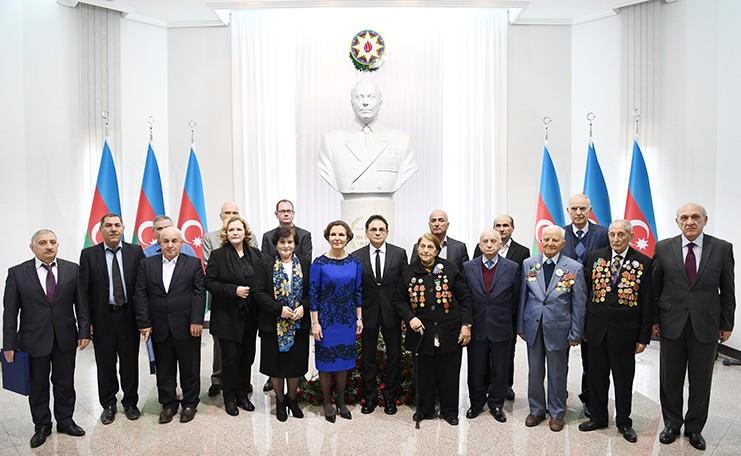 DTX-nin arxiv fondlarında saxlanılan sertifikatlar azərbaycanlı partizanların vərəsələrinə verilib