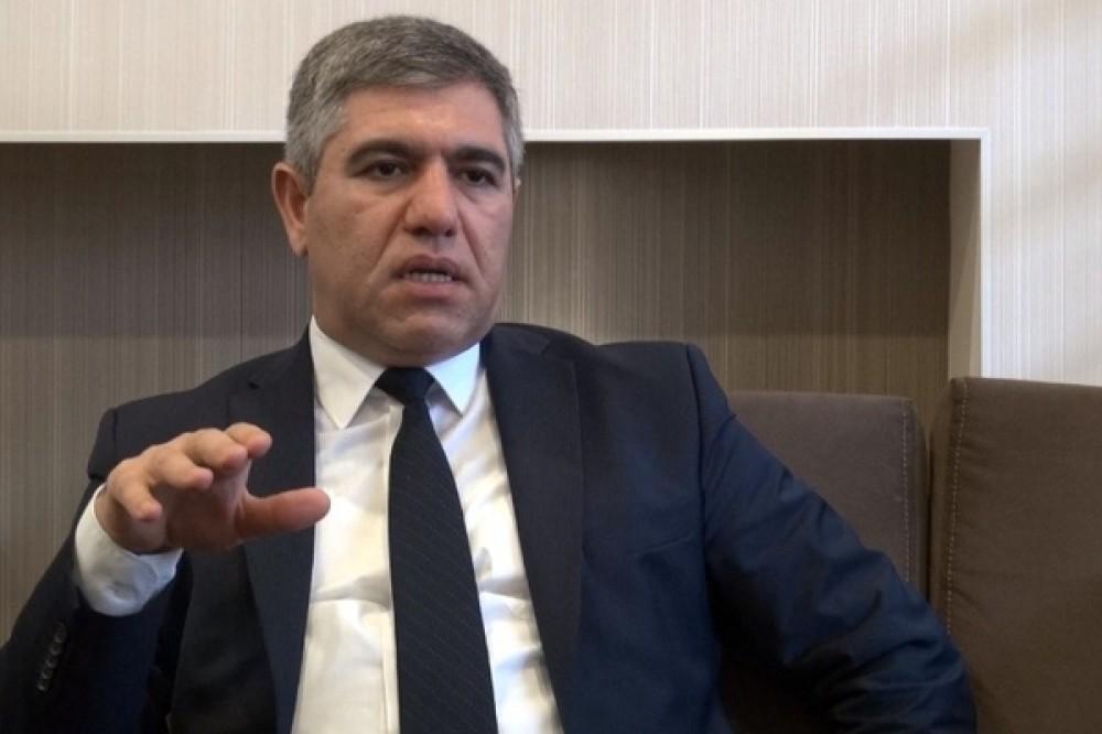 """Vüqar Bayramov: """"10 min dollarlıq kreditə kompensasiya verilirsə, 10 min 1 dollarlıq kreditə niyə kompensasiya hesablanmasın?!"""""""