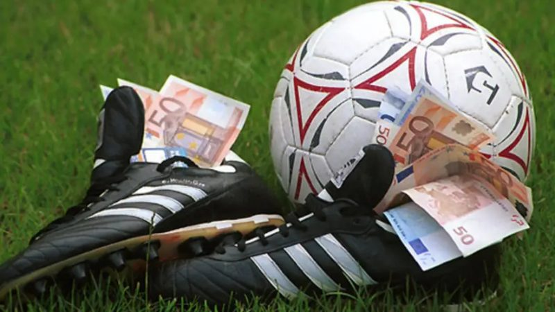 Sabiq futbolçu ömürlük futboldan uzaqlaşdırıldı -